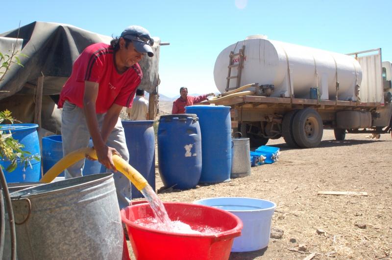 1entrega_de_agua_camiones_aljibe